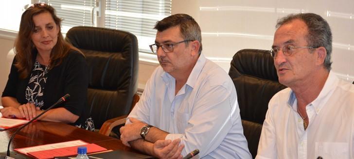 Sandra Henderson, consule générale d'Australie par intérim, Philippe Germain, président du gouvernement, et Bernard Deladrière, membre du gouvernement en charge du droit des assurances.